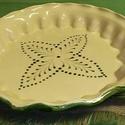 Kerámia kínáló barna krém, Konyhafelszerelés, Kerámia, Samottos lángálló agyagból készült 30-32 cm átmérőjű pitesütő Nem kell kivenni hanem egyben a sütőe..., Meska
