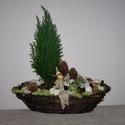 Karácsonyi rénszarvasos asztaldísz, Dekoráció, Karácsonyi, adventi apróságok, Otthon, lakberendezés, Karácsonyi dekoráció, Virágkötés, Rénszarvasos asztaldísz: hossza: 40 cm,  magassága: 40cm. Élő örökzöld növénnyel!  A fóliával bélel..., Meska