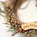 Karácsonyi kopogtató/ajtódísz/tél, Dekoráció, Karácsonyi, adventi apróságok, Ünnepi dekoráció, Karácsonyi dekoráció, Mindenmás, Virágkötés, A kopogtató alapját barna zsákvászon szalaggal vontam be. Majd arany színűre festett tuja leveleket..., Meska
