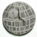STAR WARS kerámia falióra (halálcsillag), Dekoráció, Otthon, lakberendezés, Falióra, Festett tárgyak, Kerámia, Az óra a Halálcsillagot ábrázolja. Az óra átmérője 25-26 cm. A vastagsága a szerkezettel együtt 3,5-..., Meska