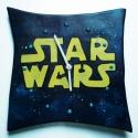 STAR WARS kerámia falióra , Dekoráció, Otthon, lakberendezés, Falióra, Festett tárgyak, Kerámia, Az órán a Star Wars logo/felirat látható. Az óra kb. 25x25 cm. A vastagsága a szerkezettel együtt 3,..., Meska