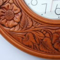 falióra, Bútor, Dekoráció, Ékszer, óra, Karóra, óra, Famegmunkálás, Somogyi faragással díszített 40cm átmérőjű hársfából készült faji óra. Vékony lazúrral felület kezel..., Meska
