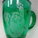 Farkas - kézzel gravírozott zöld üvegbögre, Konyhafelszerelés, Dekoráció, Bögre, csésze, Üvegművészet, Állatbarátoknak, farkas kedvelőnek, gyűjtőknek :) Sötétzöld, 3,3 dl üvegbögre.   Még egyedibbé, sze..., Meska