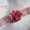 Rózsás fejpánt, Baba-mama-gyerek, Ruha, divat, cipő, Baba-mama kellék, Hajbavaló, Varrás, Rózsaszín és barackvirág színű rózsákkal díszített halvány rózsaszín csipkés fejpánt.  Ajánlott fej..., Meska