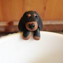 Tacskó kutya teafiltertartó, Konyhafelszerelés, Bögre, csésze, Gyurma, A tacsi fülbevaló után itt van a teafiltertartó tacsi is :) Felkapaszkodik a bögrédre és segít abba..., Meska