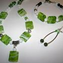 Zöld-fehér ékszerszett, Ékszer, óra, Ékszerszett, Ékszerkészítés, Ezt az ékszerszettet zöld és fehér színekből, nagy tégla üveggyöngyökből, zöld jáde ásványgolyókból..., Meska