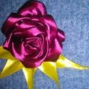 Burgundi rózsa , Ruha, divat, cipő, Táska, Hajbavaló, Mindenmás, Burgundi színű selyem rózsa, halványzöld levelekkel.Eredetileg hajdísznek készítettem,  de ugyanúgy..., Meska