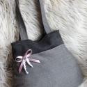 Téli szövet szürke táska - egyedi színű masnikkal!, Táska, Válltáska, oldaltáska, Egy cipzárral záródó szürke szövet táska, ami tökéletes kiegészítője lehet a téli hónapoknak.  Egyed..., Meska