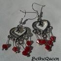 Piros gyöngyös, szivecskés fülbevaló, Ékszer, óra, Ékszerszett, Ékszerkészítés, Csiszolt gyöngyszemek csücsülnek a csodaszép szívek alján. Tökéletes kerti parti kiegészítő., Meska