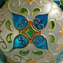 Gömb mécses, Dekoráció, Otthon, lakberendezés, Gyertya, mécses, gyertyatartó, Üvegművészet, Gyertya-, mécseskészítés, Közepes méretű gömb alakú mécses, mandalával...  Mérete: 10cm Színei: arany, lime zöld, ég kék, tür..., Meska