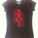 Fekete póló, piros nyomattal, M-es, egyedi folk leánykával, Ruha, divat, cipő, Magyar motívumokkal, Női ruha, Felsőrész, póló, Kézi szitanyomással készült ez a H&M márkájú, pamut,fekete női póló, piros nyomattal, melynek mérete..., Meska