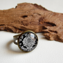 Barokk damask motívumos bronz, üveglencsés gyűrű, állítható, fekete, Ékszer, óra, Gyűrű, Ékszerkészítés, Egyszerű, szolid, elegáns gyűrű damask mintával. A gyűrű állítható.  Méret: állítható Üveglencse mé..., Meska