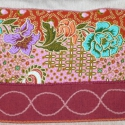 Rózsaszín-bordó virág mintás  válltáska, Magyar motívumokkal, Ruha, divat, cipő, Táska, Válltáska, oldaltáska, Patchwork, foltvarrás, Varrás, Bézs, bútorszövet alapanyagból készült, középrész egy-egy hajtással díszített táska. Felső részét a..., Meska