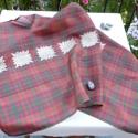AKCIÓS!! Piros-barna-zöld kockás, hernyóselyem kendő (kisebb méret), Ruha, divat, cipő, Kendő, sál, sapka, kesztyű, Kendő, Sál, Varrás, Indiai, kézzel szőtt, hernyóselyem száriból készült kendő. Érdekes kiegészítője lehet, még egy egys..., Meska