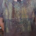 AKCIÓS!! Színjátszós, hímzett, batikolt blúz, Ruha, divat, cipő, Női ruha, Felsőrész, póló, Blúz, Varrás, Festett tárgyak, Kényelmes viselet lehet, ez a 100 % vékony pamutból készült, hímzett flitteres blúz. Kötözött techn..., Meska
