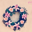 Tündérkert - vidám tavaszi ajtódísz , Mindenmás, Dekoráció, Otthon, lakberendezés, Húsvéti apróságok, Mindenmás, Virágkötés, Romantikus indák, halvány zöld levelek, rózsaszín virágok, mint a tündérek kertjében :)  Egyedi dar..., Meska