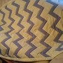 patchwork takaró, Otthon, lakberendezés, Lakástextil, Takaró, ágytakaró, Ágynemű, Varrás, Patchwork, foltvarrás, Patchwork technikával  készült takaró középszürke és vanília sárga színben, chewron mintával. Felső..., Meska