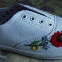 Kalocsai mintával hímzett cipő, Magyar motívumokkal, Ruha, divat, cipő, Cipő, papucs, Hímzés, Ezt az aranyos kis kalocsai mintát Rita cipőjére hímeztem.  Ha szeretnéd a saját cipődre ezt a mint..., Meska