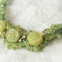 Erdei Tündér - zöld drótból horgolt peridot gyöngyös nyakék zöld jáde rózsákkal, Esküvő, Ékszer, óra, Esküvői ékszer, Nyaklánc, Horgolás, Fémmegmunkálás, Ez a különleges zöld színű nyakék kifejezetten alkalmas alkalmi viseletre, vagy akár esküvőre is. Z..., Meska