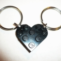 LEGO szív - páros kulcstartó :), Férfiaknak, Mindenmás, Kulcstartó, Újrahasznosított alapanyagból készült termékek, Mindenmás, Fekete LEGO-ból faragtam szív formájú, szétszedhető kulcstartót, melyet karikára fűztem. A LEGO-k e..., Meska