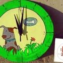 Kutyus ül a fűben, Dekoráció, Famegmunkálás, Festett tárgyak, Ezt a csodás kutyusos órát rétegelt nyír lemezből álmodtuk meg, akrillal festettük, lakkoztuk.  Átm..., Meska