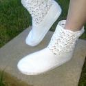 Horgolt tavaszi csízma, Ruha, divat, cipő, Cipő, papucs, Női ruha, Horgolás, Ez a pár cipő horgolással készült, a talpa gumilapból van kivágva, a horgolt részt pedig hozzávarrta..., Meska