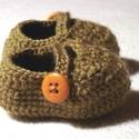 Horgolt mogyoróbarna babacipő, Ruha, divat, cipő, Cipő, papucs, Gyerekruha, Baba (0-1év), Horgolás, Ez a pár babacipő horgolással készült, újszülött méret. Mogyoróbarna színű, narancssárga gombbal. M..., Meska
