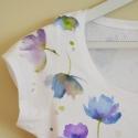 Liláskék virágos rövidujjú női póló L-es méret , Ruha, divat, cipő, Női ruha, Felsőrész, póló, Mindenmás, Gyönyörű liláskék virágokat festettem erre a kiváló minőségű hófehér pólóra. A minta egyedi, mivel ..., Meska