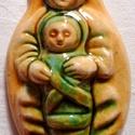 Székelyföldi napsárga, Babba Mária, Képzőművészet, Magyar motívumokkal, Szobor, Kerámia, Kerámia, A kis szobrocskát fehér agyagból készítettem, majd sárga és zöld mázzal díszítettem. A szobrocskát ..., Meska