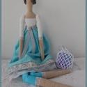 Tilda jellegű baba - Karola, Dekoráció, Otthon, lakberendezés, Dísz, Varrás, Barátnők sorozat Tilda jellegű babát varrtam pamut textilből, amely türkizkék színű ruhát kapott ha..., Meska