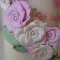Házi áldás gyertya pasztell rózsákkal, Dekoráció, Otthon, lakberendezés, Dísz, Gyertya, mécses, gyertyatartó, Gyertya-, mécseskészítés, A halvány rózsaszín és fehér rózsákat és a halványzöld leveleket süthető gyurmából formáltam meg, m..., Meska