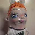 Répás nyuszilány - kilógatós papírmasé figura - dekoráció, Otthon, lakberendezés, Képzőművészet , Dekoráció, Húsvéti apróságok, Baba-és bábkészítés, Újrahasznosított alapanyagból készült termékek, Ez a nyuszika csak 1 példányban készült el, ő még keresi gazdáját.  Teste drótvázas, tekercselt vis..., Meska