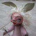 Zöld fülű nyuszilány - teddy stílusú figura papírmasé fejjel, Otthon, lakberendezés, Képzőművészet , Dekoráció, Húsvéti apróságok, Baba-és bábkészítés, Újrahasznosított alapanyagból készült termékek, Zöld fülű nyuszilány - teddy stílusú figura papírmasé fejjel  Ez az édes nyuszilány, csodálkozva ké..., Meska