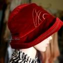 Flapper-kalap bársonyból - téli elegancia, Ruha, divat, cipő, Kendő, sál, sapka, kesztyű, Sapka, Női ruha, Varrás,  Ernyős fazonú, szorosan fejhez simuló, vastag bordó bársonyból készült bélelt,  romantikus kalap. ..., Meska