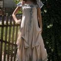 """""""Bella """"ruha - bohém elegancia , Ruha, divat, cipő, Esküvő, Női ruha, Ruha, Varrás, Festett tárgyak, Lenvászonból készült szabott ruha. Az elől futó fémcipzárat kézzel festett fodrokkal, rátétekkel ke..., Meska"""