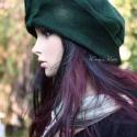 """""""Polly""""/sötétzöld design-kalap, Ruha, divat, cipő, Kendő, sál, sapka, kesztyű, Sapka, Női ruha, Varrás, Mindenmás, Gyári, finom filcből készítettem, sötétzöldre kézzel festettem ezt a """"koronás"""",erősen keményített, ..., Meska"""