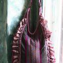 """""""Fodroska"""" - romantikus válltáska, Táska, Ruha, divat, cipő, Női ruha, Válltáska, oldaltáska, Varrás,   Kézzel festett lenes szövetből készítettem ezt a lantformájú romantikus-fodros darabomat. A betét..., Meska"""