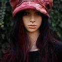 """""""Shabby-rosa"""" - romantikus mályva kalap, Ruha, divat, cipő, Kendő, sál, sapka, kesztyű, Sapka, Női ruha, Festett tárgyak, Varrás, Shabby-chic stílusban készült sildes fazonú bélelt kalap mályva színre kézzel festett düftinből és ..., Meska"""