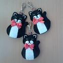Kulcstartó - fekete cica, Baba-mama-gyerek, Dekoráció, Játék, Mindenmás, Varrás, Cica kedvelőknek varrtam ezeket a kulcstartókat. Használhatjuk kulcstartóként, de a gyerekszoba ked..., Meska
