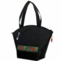 SIKK Fekete táska hímzett díszítéssel, Ruha, divat, cipő, Táska, Válltáska, oldaltáska, Varrás, Elegáns, dekoratív, egyedi.  A szép formájú táska fekete bőrhatású textilből készült, az elején szé..., Meska