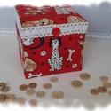 Kutyusos ajándékdoboz, Mindenmás, Dekoráció, Mindenmás, Papírmasé doboz, kutyusos textil, pamutcsipke és fagomb felhasználásával, cartonage technikával kés..., Meska