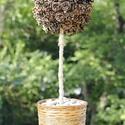 Natur toboz virág, Dekoráció, Mindenmás, Otthon, lakberendezés, Dísz, Virágkötés, Mindenmás, Polisztirol golyóra ragasztott fenyő tobozok adják a virágot, a virág szára rafiával borított fa, a..., Meska