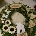 Kopogtató buxussal, fehér színben, Dekoráció, Otthon, lakberendezés, Falikép, Ünnepi dekoráció, Virágkötés, A koszorú alapját buxus-sal kötöttem le, a díszítése természetes anyagokkal történt fehér és tört f..., Meska