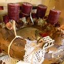 Adventi koszorú - kéreg alapra, Dekoráció, Ünnepi dekoráció, Virágkötés,  Díszítéséhez  4 db bordó gyertyát , terméseket , csipkét és fa kiegészítőt használtam használtam. ..., Meska