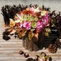 Szüreti asztaldísz , Dekoráció, Esküvő, Otthon, lakberendezés, Kerti dísz, Virágkötés, Famegmunkálás, Farönkbe készítettem ezt az asztaldíszt az ősz színeiben.  Pink színű habrózsát, zöld selyemrózsát,..., Meska