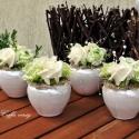 Zöld-krém elegancia asztaldísz II., Dekoráció, Esküvő, Otthon, lakberendezés, Mindenmás, Virágkötés, 6x6 -os gyöngyház színű porcelán vázába zöld-krém színű habrózsákat ültettem. Zöld kiegészítővel, g..., Meska