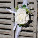 Csuklódísz fehér habózsából, Dekoráció, Esküvő, Ékszer, óra, Divatos kiegészítője az esküvőknek a csuklódísz. Adhatjuk a hölgy tanúnak, örömszülőknek, de a kiseb..., Meska