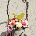 Pillangós kosárka - agyagorchideával, Otthon, lakberendezés, Dekoráció, Kerti dísz, Húsvéti apróságok, Mindenmás, Virágkötés, Pillangóval díszített, füles kosárkába üde tavaszi virágokat tettem. A virágok közé sárga pillangó ..., Meska