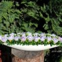 """RENDELHETŐ!!!  \""""Buja - lila romantika\"""" asztaldísz , Dekoráció, Esküvő, Otthon, lakberendezés, Ünnepi dekoráció, Mindenmás, Virágkötés, 40 cm -es hosszúkás hajó formájú porcelán tálkába lila habrózsákat ültettem. Zöld kiegészítővel és ..., Meska"""