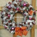 """""""Havas csillogás"""" ajtódísz, kopogtató  , Dekoráció, Otthon, lakberendezés, Ünnepi dekoráció, 20 cm-es moha alapra ragasztottam  terméseket, csillogó gömböket,  karácsonyi szalaggal, havas tuja ..., Meska"""